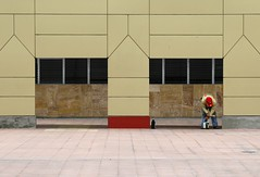 Red (Alex L'aventurier,) Tags: city red people urban man lines architecture canon rouge costarica geometry candid sanjose peinture painter gomtrie ville homme lignes urbain peintre