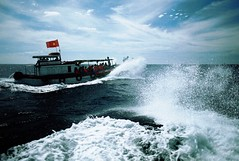 (.AiLinh) Tags: blue sea sky film analog 35mm island boat iso200 waves flag wave bluesky ishootfilm vietnam analogue analogphotography elan7 analogphoto filmphotography vitnam elan7n eos30v filmphoto filmisnotdead lyson uxi efiniti uxi200 lysonisland lsn olsn uxiefiniti lsnisland