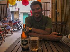"""Ho Chi Minh Ville: une bonne bière Saigon pour commencer notre séjour au Vietnam. <a style=""""margin-left:10px; font-size:0.8em;"""" href=""""http://www.flickr.com/photos/127723101@N04/24426199349/"""" target=""""_blank"""">@flickr</a>"""