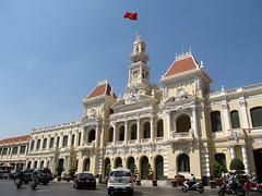 """Ho Chi Minh Ville: l'Hôtel de Ville <a style=""""margin-left:10px; font-size:0.8em;"""" href=""""http://www.flickr.com/photos/127723101@N04/24604513715/"""" target=""""_blank"""">@flickr</a>"""