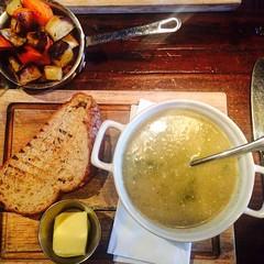 Para los #dias de #invierno lo #mejor es una #sopita #calentita como la que tomamos en #Glasgow #englishfood #soup #hotsoup #bread #vegetables #healthy #styleoflife #yummy #instafood #picoftheday #photooftheday #visitscotland (Cevex Madrid) Tags: vegetables bread soup yummy healthy glasgow invierno dias mejor photooftheday picoftheday englishfood hotsoup instafood calentita styleoflife visitscotland sopita
