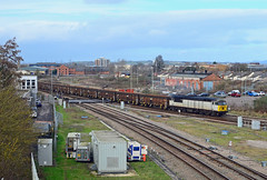 56103. (curly42) Tags: grid railway freight levelcrossing class56 56103 locohauled gloucesterhortonroad 6z34