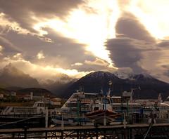 100324 008 Ushuaia (nicolaskuntscher) Tags: southamerica argentina ushuaia agua nikon barcos nikond50 montaa nube sudamrica