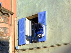 (MAGGY L) Tags: soleil ctedazur bleu mur fentre linge sud volets dmcfz200