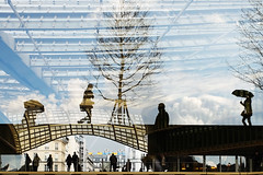 Canope #1 (yaya13baut) Tags: street paris color reflection tree rain architecture streetphotography silhouettes fujifilm umbrellas halles parisstreets forumdeshalles streetreflection parisstreetphotography parisstreetphoto fujix100s x100s fujifilmx100s