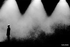 L'opprim (Cathy Baillet) Tags: blackandwhite bw silhouette noir noiretblanc lumire silhouettes bourgogne hommes spectacle loferr silhouettephotography loppression lopprim