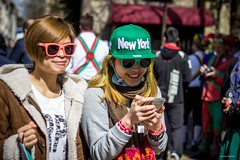 Welcome to New York (Silver Machine) Tags: street girls newyork sunglasses walking phone tea candid streetphotography streetportrait tourist oxford canoneos oxfordshire texting baseballcap canon600d canonef50mmf18stm