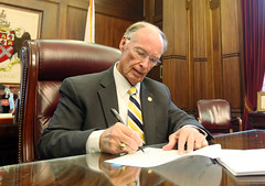 04-26-2016 Governor Signs Education Trust Fund Budget into Law