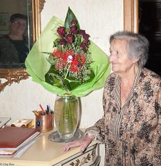 per fortuna c' la badante! (Clay Bass) Tags: home reflections easter mirror flash canon5d bouquet luciana 24105 caregiver