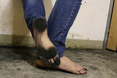 dirty party feet 571 (dirtyfeet6811) Tags: feet barefoot soles toering dirtyfeet dirtysoles dirtytoes blacksoles