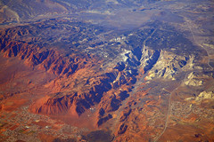 2016_02_10_sba-lax-ewr_421 (dsearls) Tags: winter red orange snow utah flying desert aviation united aerial redcliffs erosion stgeorge ual unitedairlines windowseat windowshot snowcanyon eastvalley washingtonhollow blackgulch redcliffsnationalconservationarea 20160210 sbalaxewr