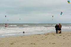 Scheveningen (YYNTL) Tags: sea people dog holland water dutch sport strand scheveningen nederland zee hond windsurfing kiting zand windsurfers kust kiter hollandslicht hollandseluchten kiters hollandsekust donkerekamer