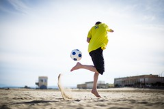 Alex (Bastien@soismier) Tags: sea mer sport canon 50mm football sand f14 ballon 4 sable usm plage 6d