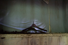 Coco Palms Resort Wailua, Hawaii (seanmugs) Tags: abandoned closet hawaii kauai wailua hanger kapaa elvispresley kingscottage cocopalmsresort kapaahawaii nikon35mmf18gafsdxlens wailuahawaii