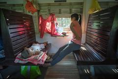 (kuuan) Tags: leica light baby color train sony mother m vietnam mf manualfocus f4 a7 voigtlnder danang skopar 21mm hardseater voigtlndercolorskoparf421mm