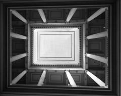 Blick nach oben  @  Avignon (sunnybille) Tags: windows bw france lines architecture canon frankreich fenster nb architektur sw avignon fentre perspektive 2015 blicknachoben linien