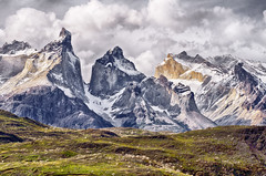 Cuernos del Paine HDR (Chris Momberg) Tags: chile park chris parque patagonia naturaleza art alex nature del de landscape photography christopher paisaje national sur hermoso nacional cuernos hdr roca cordillera fotografo torres paine chileno pumarino momberg chmomberg