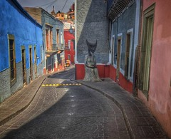 Surrealist Street (Guanajuato, Mxico. Gustavo Thomas  2016) (Gustavo Thomas) Tags: travel sculpture colour art mxico calle arte surrealism curves escultura mexican guanajuato stree ondulation surrealismo surrealista toruism leonoracarrington surrelaist