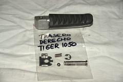 T2081193 Estribo trasero derecho (tlamoto) Tags: tiger triumph moto 2008 venta motocicleta 1050 disponible recambio accesorio repuesto comonuevo tiger1050