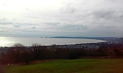 On top of Swansea (Frantastic.) Tags: ocean blue trees winter sea sky cloud cold tree water azul swansea wales clouds landscape bay mar agua rboles cloudy hill cymru paisaje gales bahia nubes rbol invierno nublado mumbles monte colina montaa fro nube mayhill townhill abertawe townhil