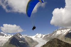 Gleitschirmfliegen-Sommer-Aletsch-Arena-2 (aletscharena) Tags: schweiz wallis aletschgletscher gleitschirm unescowelterbe gleitschirmfliegen aletscharena aletscharenach