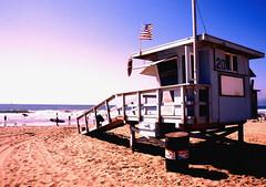 Baywatch (jodaflute) Tags: ocean venice sea usa sun mer beach soleil los angeles flag lifeguard malibu plage baywatch alerte sauveteurs