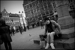 Gent (B) - Sint-Veerleplein - 2016/02/07 (Geert Haelterman) Tags: blackandwhite white black monochrome belgium candid streetphotography fujifilm zwart wit ghent gent gand geert streetshot x10 photoderue straatfotografie photographiederue fotografadecalle strassenfotografie fotografiadistrada haelterman