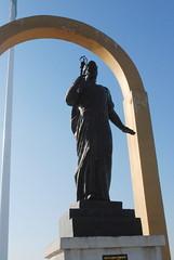 Dushanbe - National Flag Park - Ismoili Somoni (1) (jrozwado) Tags: park monument statue asia arch tajikistan dushanbe  somoni      nationalflagpark