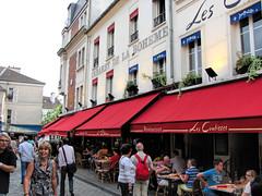 Cabaret de la Boheme, Montmatre, Paris. (dckellyphoto) Tags: people paris france outside restaurant îledefrance outdoor eating crowd montmartre 2010 lescoulisses