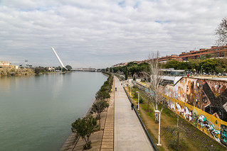 Seville Jan 2016 (4) 207 - Around and about Puente de la Barqueta - Looking back at The Harp, and the graffiti