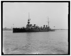 "Le croiseur ""Victor Hugo"" en 1949. (Static Phil) Tags: newyork hudsonriver cruiser 1949 victorhugo croiseur detroitpublishingco"