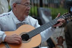 guitar no occhan (N.sino) Tags: streetmusician   occhan xt1 nokton50mmf11