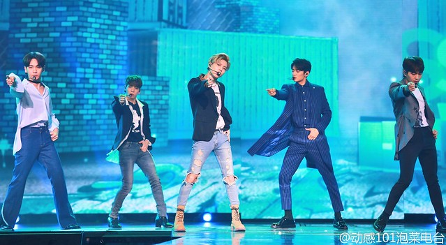 160328 ‎SHINee @ '23rd East Billboard Music Awards' 25523514343_0668d46ea0_z