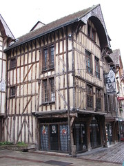 IMG_9102 (NICOB-) Tags: troyes ruelle monuments maison rue centreville aube colombages