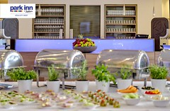 Park Inn by Radisson Kln City West Hotel (EVENT Hotels) Tags: detail bar hotel carlson innen seminar buffet holz koeln apfel deu glas parkinn theke kaffeemaschine symmetrie konferenz deutschlandgermany rechaud speisen nordrheinwestfahlen rezidor uebersicht prefunctionarea bueffett cgnp2 proventhotels