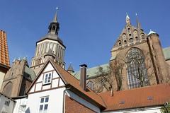 Die andere Perspektive (Carl-Ernst Stahnke) Tags: marienkirche stralsund hansestadt neuermarkt altstadthuser aussichtturm