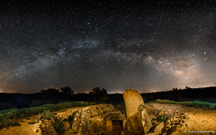 Dolmen de Lcara (iCalamonte) Tags: espaa megalithic stars spain nightscape tomb tumba estrellas dolmen milkyway extremadura largaexposicin valctea longesposure megaltico lcara dolmendelcara