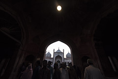 @jamma masjid (Karthi KN Raveendiran) Tags: street travel light sun moon india delhi newdelhi cwc jummamasjid peoplegathering karthikn jammamasjid delhi6 chennaiweekendclikers karthiknraveendiran