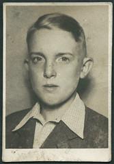 Archiv E138 Lichtbild, 1930er (Hans-Michael Tappen) Tags: boy portrait man 1930s outfit portrt frisur mann junge passfoto passbild lichtbild 1930er archivhansmichaeltappen