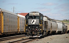 NS 5661 GP38-2 ex SOU 2791 (Conrail1978) Tags: auto railroad yard train ns norfolk engine loco southern pa hershey sou unit 2791 emd gp382 5661
