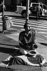 Viaduto do Ch, SP (Th. C. Photo) Tags: street portrait blackandwhite bw music man photography downtown retrato centro streetphotography pb sp streetphoto rua paulo fotografia so pretoebranco artista viaduto ch musico viadutodoch fotografiaderua streetphotographysp downtnwnsp