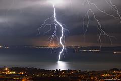 Coup de foudre ramifi sur l'tang de Berre (suarez.christophe) Tags: storm eau lac ciel bolt lightning nuit orage tang stormchasing orages clair foudre clairs