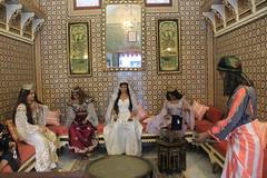 Museum - Tozeur, Tunisia (LeszekZadlo) Tags: africa art history monument museum architecture women tunisia monumento interior muslim culture arab historical tradition harem manneqin