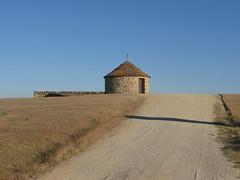Ein Rundbau zur Linken (pilgerbilder) Tags: pilgern pilgerfahrt pilgertagebuch vadellaplata cceresalcntara