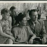 Archiv D035 (C938) Komplette Familie, Hohenheim, Pfingsten 1948 thumbnail