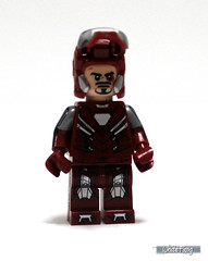 Revealing Tony Stark's battle mode appearance (WhiteFang (Eurobricks)) Tags: man game video iron lego tony suit hero superheroes marvel stark promotional armour exclusive avengers