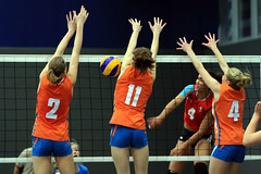 PG0O6774_R.Varadi (Robi33) Tags: game girl sport ball switzerland championship team women action basel tournament match network volleyball block volley referees viewers