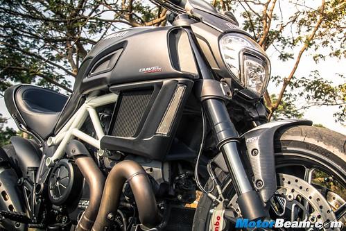 2016-Ducati-Diavel-13