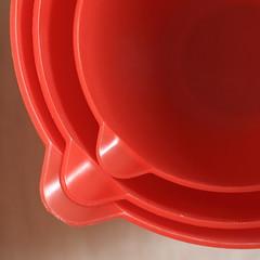 Red Cups #3 (honiigsonne) Tags: red macro rot cup indoor bowl dishes schssel tableware schrfentiefe geschirr plastik kunststoff schsseln einfarbig minimalistisch minimalismus