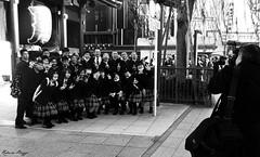 Say cheeeeeese! (DameBoudicca) Tags: japan temple sensoji tokyo student uniform buddhism class 日本 nippon 東京 寺 japon clase buddhisttemple giappone pupil templo nihon schooluniform classe klasse tempel uniforme tokio schüler bouddhisme schülerin schooltrip tempio budismo 制服 japón klass elev buddhismus 仏教 klassenfahrt alumno buddhismo alumna sensōji élève 金龍山浅草寺 schulausflug schuluniform 修学旅行 生徒 skolresa allievo voyagescolaire 学生服 buddhisttempel allieva skoluniform templosbudistas uniformescolaire templesbouddhistes 学級 修旅